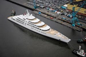 azzam-worlds-largest-yacht_2